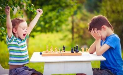 """""""Mijn zoon wil altijd winnen."""" Opvoedingsexperte Eva zegt wat je kan doen"""