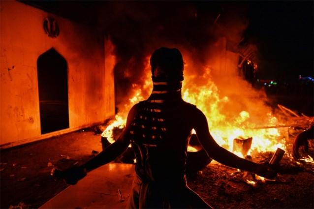 Iraakse betogers steken Iraans consulaat in brand