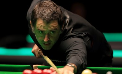 VIDEO. Onnavolgbare Ronnie O'Sullivan laat er geen gras over groeien: 'The Rocket' walst in ijltempo over 18-jarige amateurspeler in UK Championship