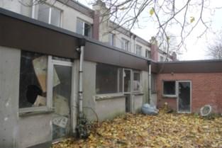 """Verlaten sociale woonwijk geteisterd door afval en krakers: """"Afbreken kan niet, want dan verliezen we subsidie"""""""