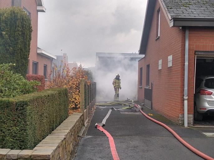 Garage in Heestert brandt uit nadat bewoner heeft gestofzuigd