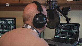 VIDEO. Johan is blind én slechthorend, maar maakt al tientallen jaren radio