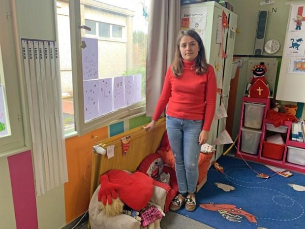 Inbrekers breken venster schoollokaal open en stelen laptop