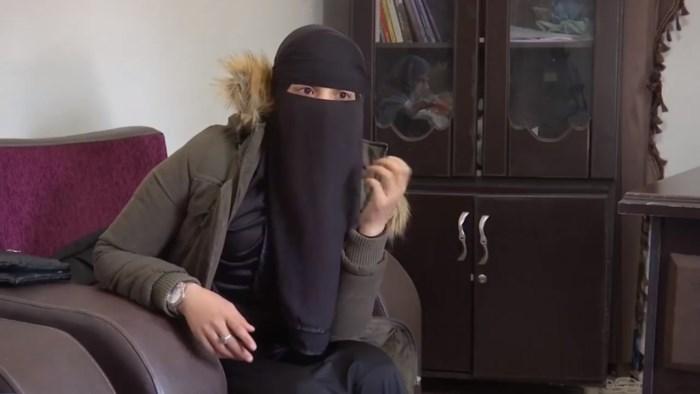 """Advocaat van teruggekeerde ISIS-vrouw zegt dat zijn cliënte """"totaal gedesillusioneerd"""" is: """"Dit is een frêle, uitgehongerde jongedame"""""""