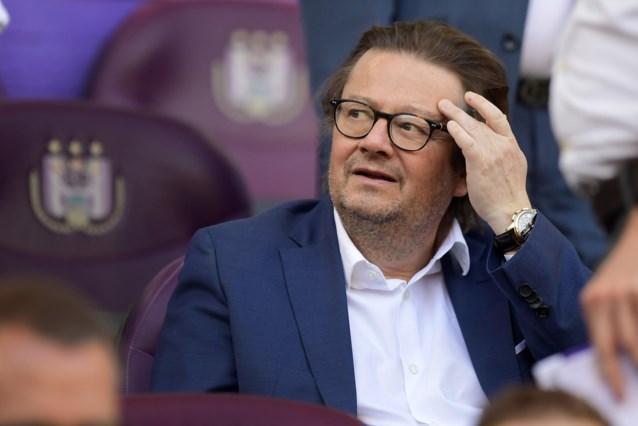 Marc Coucke loopt boos weg van tafel en vertrekt al tijdens de rust van Oostende-Anderlecht