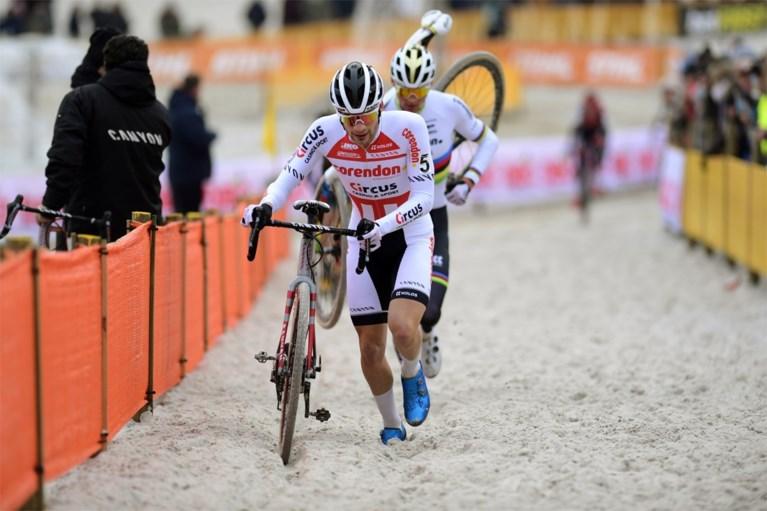 Mathieu van der Poel boekt in Mol zijn negende opeenvolgende zege van het seizoen, volledig podium voor Corendon-Circus