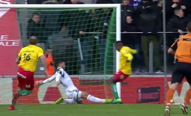 Anderlecht-doelman Van Crombrugge gaat helemaal de mist in bij eerste goal van Oostende
