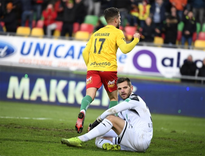 Twee weggeefgoals en een gemiste strafschop: zielloos Anderlecht doet zichzelf de das om bij Oostende