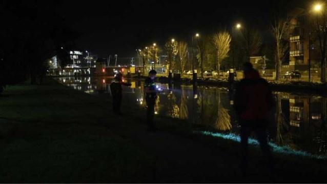 Moeder redt kindje in buggy uit water in Nederlandse Rijswijk