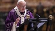 """Paus waarschuwt voor """"virus"""" van consumptiedrang"""