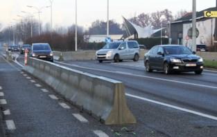 """Klachten over Antwerpsesteenweg houden aan: """"Pas over zes maanden beslissen we over deze proefopstelling"""""""