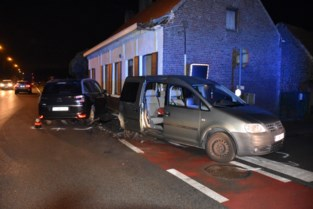 Passagier levensgevaarlijk gewond na aanrijding op Tieltsesteenweg