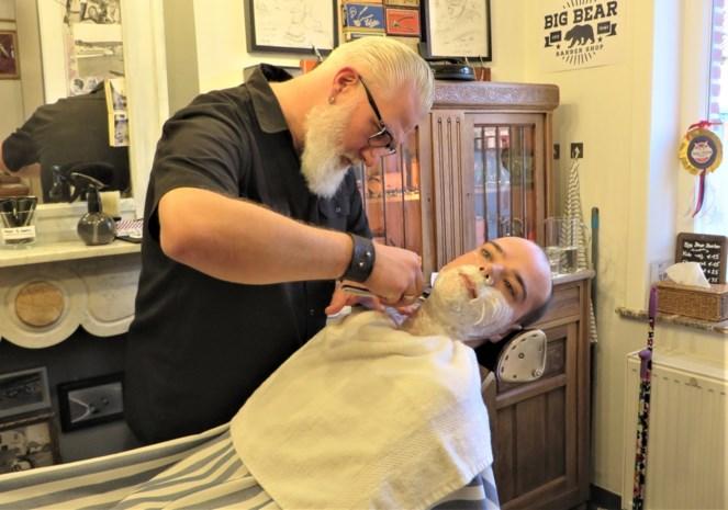 Vroeger projectverantwoordelijke, nu barbier: geef Nico maar het scheermes