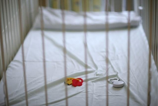 """Man die zoontje doodsloeg, krijgt in beroep veel lichtere straf: """"Niet gebaat bij lange celstraf"""""""