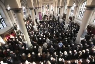"""Bomvolle kerk neemt afscheid van woordkunstenaar Gaston Durnez: """"Hij hield enorm van het leven, ondanks alles"""""""