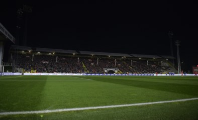 Bekerwedstrijd Antwerp-Racing Genk stilgelegd door defecte lichtmast