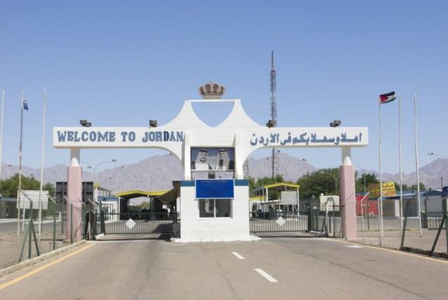 Man aan Jordaanse grens opgepakt met 14 vogels in broek