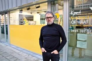 Kunstenaar Frank zet protest tegen besparingen op cultuur 'in de etalage'