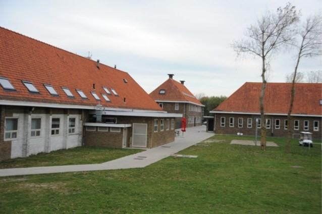 Eerste vluchtelingen nemen intrek in noodopvangcentrum in Bredene