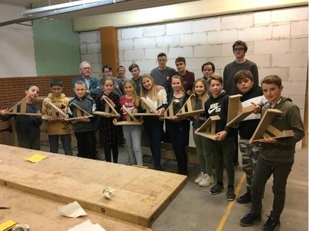 Sint-Lutgardisschool bouwt kerststallen samen met collegeleerlingen