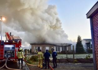Woning compleet vernield door hevige brand, oorzaak is nog onbekend