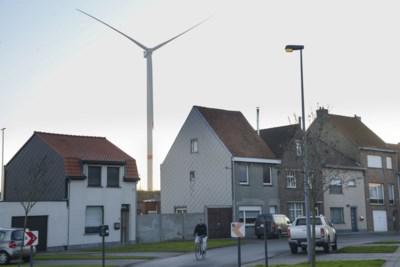"""En opeens hebben bewoners zicht op... een windturbine: """"We dachten dat de plannen van tafel waren"""""""