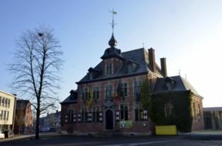 Bokkerijders en gemeente blijven bakkeleien: beschermd kasteel De Mot verkommert verder