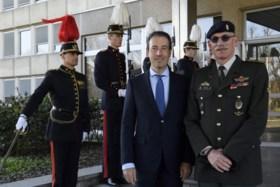 """Nieuwe defensieminister in lopende zaken leert legerstaf kennen: """"Ik blijf zo kort mogelijk minister"""""""