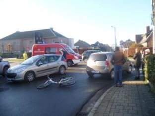 Fietsende scholiere (18) zwaargewond na aanrijding: automobilist verblind door de zon