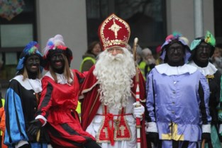"""Hij speelde 50 jaar Sinterklaas, maar nu hangt Marnix (82) zijn mijter definitief aan de haak: """"Zelfs mijn eigen dochter herkende me niet"""""""