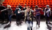 """Ronny (49) maakt theaterdebuut met chronische pijn: """"Ik ga er zo hard in op dat ik vergeet dat ik pijn heb"""""""