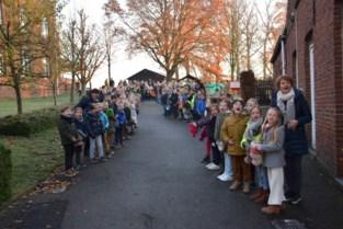 Leerlingen verwelkomen Sint in VBS Sint-Katrien