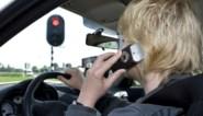 Rijden zonder gordel, beetje te snel, gsm'en achter stuur? Niemand kan zijn boete nog ontlopen (en dat kan je heel duur komen te staan)
