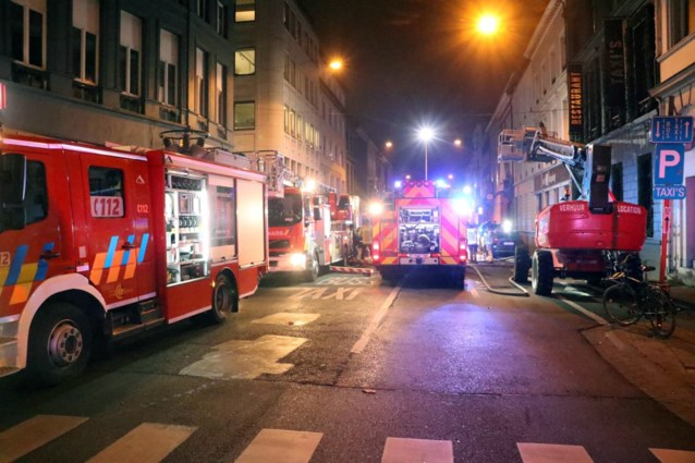 Klanten geëvacueerd na keukenbrand in Taxi's