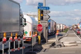"""Drie zwartste kruispunten liggen in Antwerpen: """"Hebben bestuurders liever een zwaar ongeval op hun geweten dan enkele minuten te wachten?"""""""