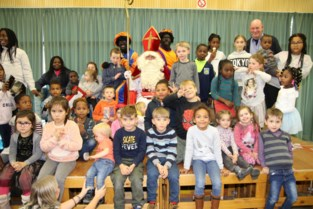Wielervrienden helpen kansarme kinderen aan Sinterklaascadeaus