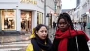 """Studentes beschuldigen kledingzaak van onterecht winkelverbod: """"Dit is racisme. We voelen ons vernederd"""""""