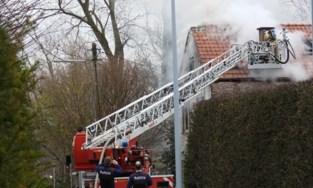 Zware brand legt woning van afwezige bewoners volledig in de as