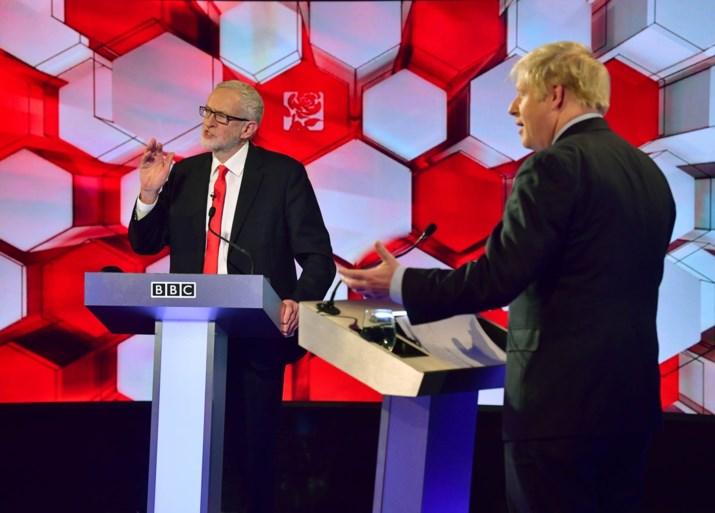 Zelfde pak, zelfde das maar voor de rest stonden Johnson en Corbyn lijnrecht tegenover elkaar in laatste debat
