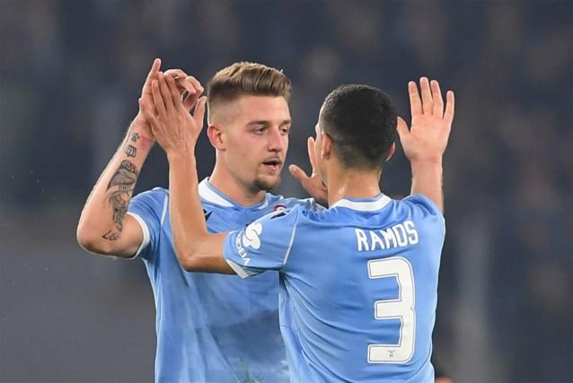 Juventus profiteert niet van puntenverlies Inter: nummer drie Lazio dient landskampioen eerste nederlaag toe