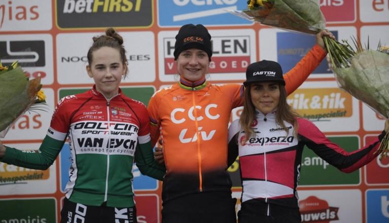 Marianne Vos wint bij rentree meteen de veldrit in Essen, voor Hongaars talent