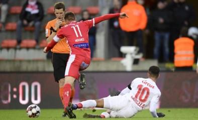 """Twee lelijke rode kaarten kosten Standard punten tegen Moeskroen, Preud'homme boos op ref: """"Mpoku en Carcela werden telkens neergehaald"""""""