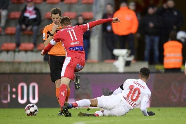 """Michel Preud'homme razend op ref na twee duidelijke rode kaarten: """"Mpoku en Carcela werden telkens neergehaald"""""""