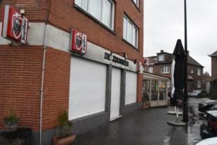 Gewapende en gemaskerde mannen aan de haal met 23.000 euro van spaarkas café