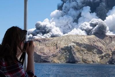 """Dodelijke uitbarsting terwijl toeristen vulkaan beklimmen: """"Deze explosie was niet te voorspellen"""""""