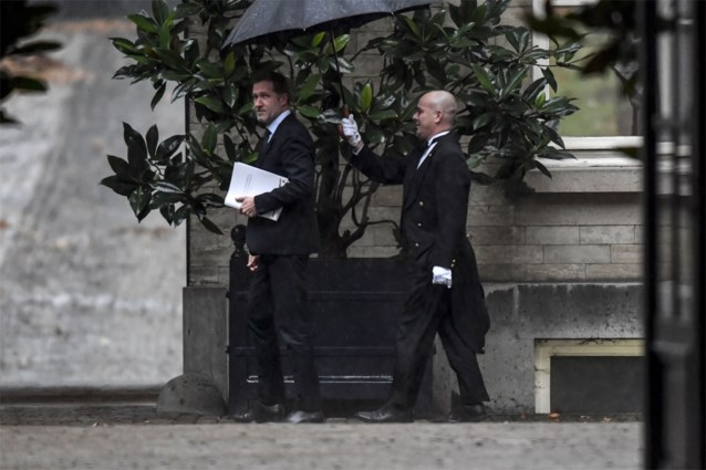 Paul Magnette (PS) gooit handdoek in de ring, koning Filip houdt beslissing in beraad en plant consultaties