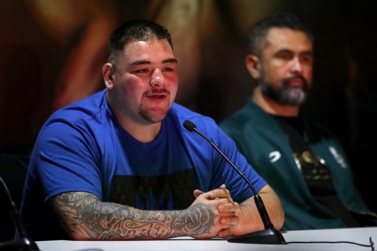 """Bokser daagt met 128 kilo op de teller op voor kamp om wereldtitel: """"Al die feestjes hebben mij genekt"""""""