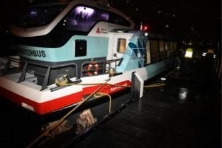 Achttien gewonden na botsing Waterbus