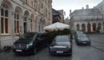 Sultan parkeert wagenvloot op Grote Markt, maar een boete krijgt hij wellicht niet