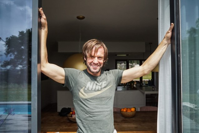 """Marc Herremans omarmt zijn verlamming in 'Het huis': """"Eigenlijk is het een mirakel dat ik pas op mijn 27 iets ernstigs tegenkwam"""""""